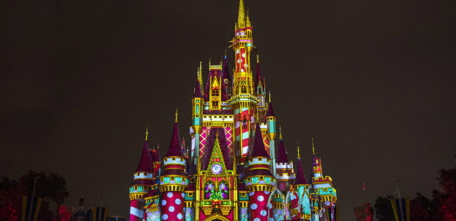 Disneyland Castle At Christmas 2020 What Cinderella Castle will look like this Christmas at the Magic